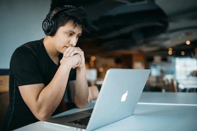 Online e juntos nas novas salas de aula globais