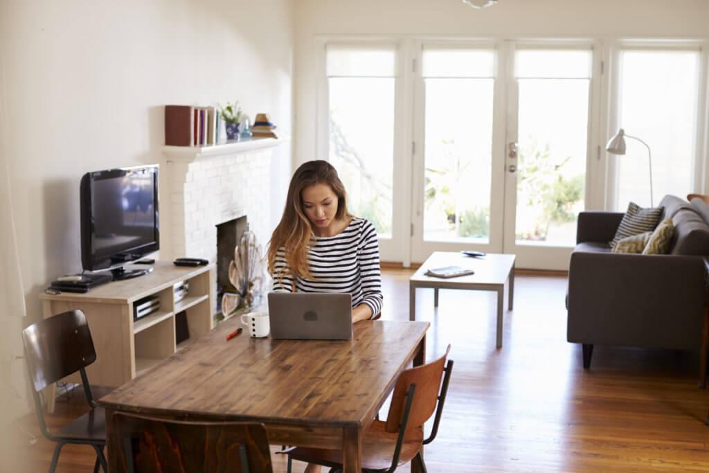 Online training: advantages for corporate L&D