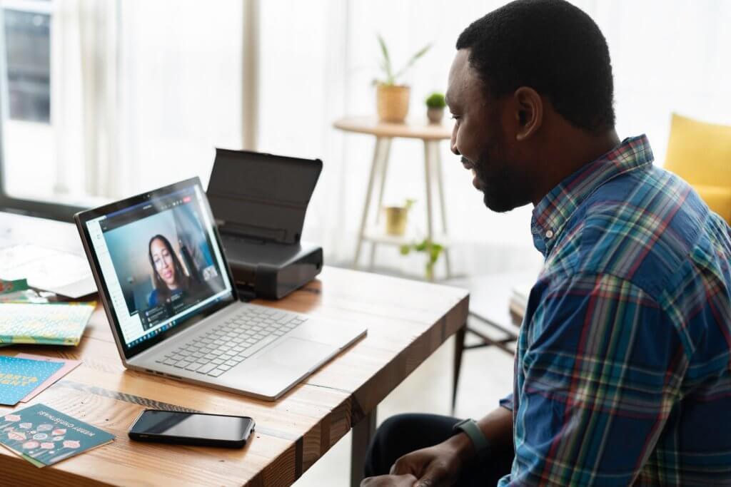 Criando programas corporativos de inglês com foco em conversação